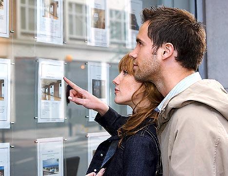 Sposi novelli e firma congiunta del conto corrente: rischi e valutazioni